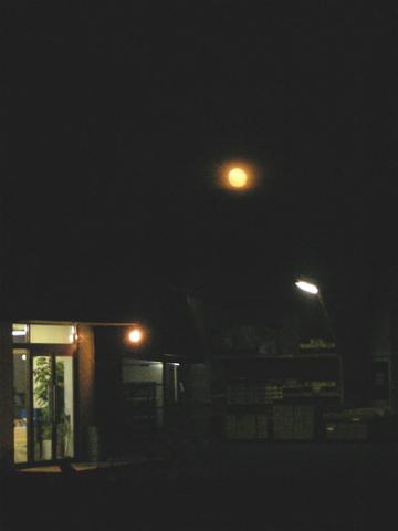 091104 _moon01.jpg